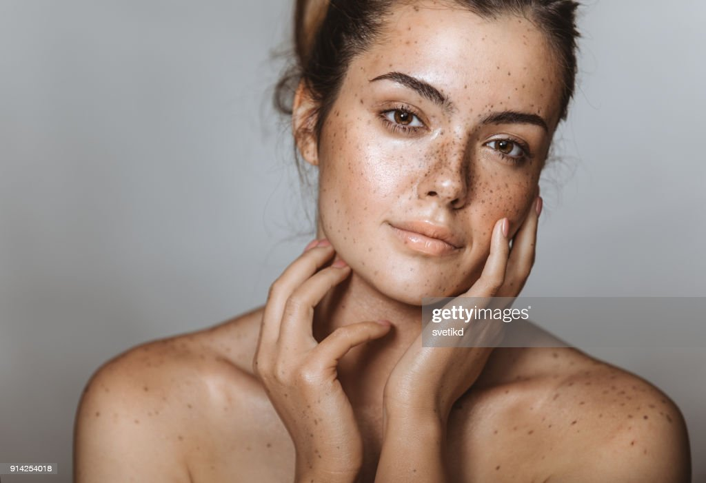 She has a captivating beauty : Stock Photo