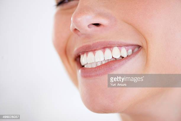 she has every reason to smile - toothy smile stock pictures, royalty-free photos & images