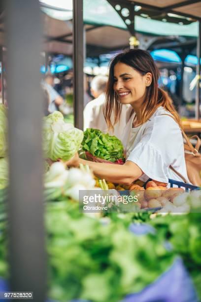 Sie freut sich heutige Kauf am Grünen Markt