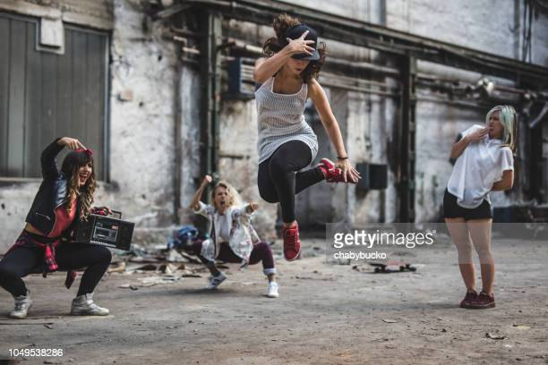 she know how to dance - breakdancing stock photos and pictures