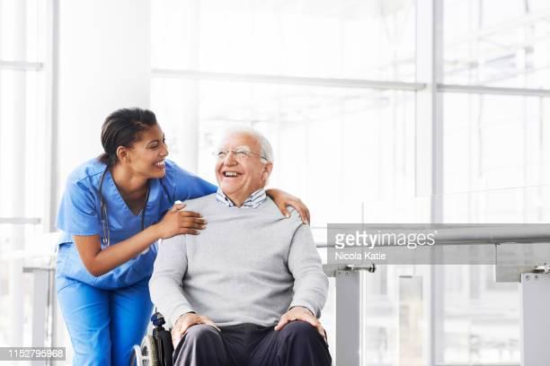 ela adora ver o paciente feliz - entusiástico - fotografias e filmes do acervo