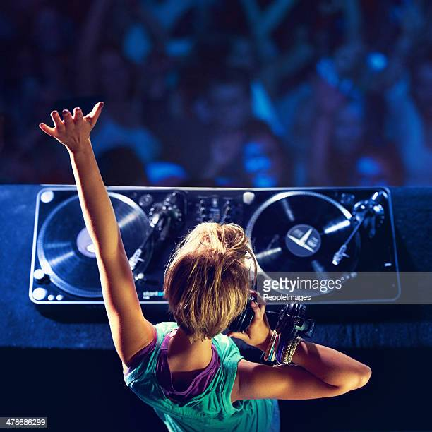 she makes the crowd go wild! - dj stock pictures, royalty-free photos & images