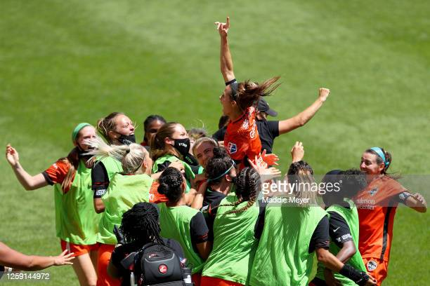 Shea Groom of Houston Dash celebrates with her teammates after scoring a goal in the 91st minute against Alyssa Naeher of Chicago Red Stars during...