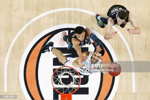 Shea Ili of United goes to the basket against RJ Hampton of the Breakers during the round 6 NBL match between the New Zealand Breakers and Melbourne...