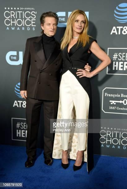 Shea Whigham and Julia Roberts at The 24th Annual Critics' Choice Awards at Barker Hangar on January 13 2019 in Santa Monica California