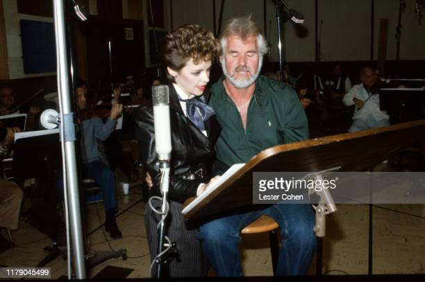 24 Kenny Rogers Sheena Easton Photos And Premium High Res Pictures Getty Images