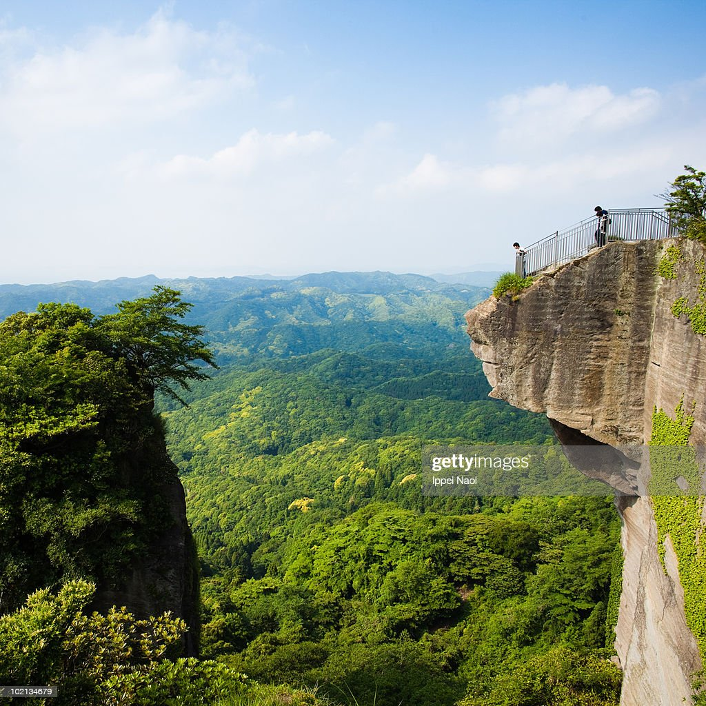 Sheer cliffs overlooking the vast green forests : Stock Photo