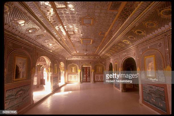 Sheesh mahal -type hall at Rajput Samode Palace, built in Mughal style, partially converted to hotel in 1985.