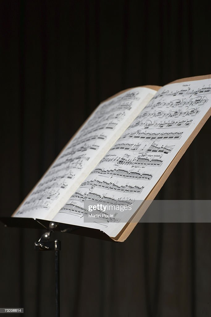 Sheet music on stand : ストックフォト