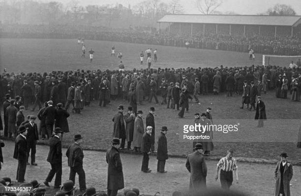 Sheffield United player Tommy Morren leaves the field during the 2nd replay of the FA Cup semifinal between Sheffield United and Liverpool at...