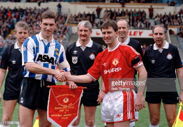 Sheffield Wednesday captain Nigel Pearson and Manchester United captain Bryan Robson watched by the match officials including referee Ray Lewis prior...