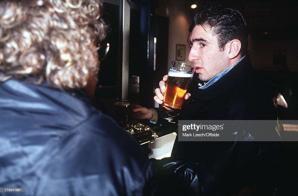 Eric Cantona Drinking Beer : News Photo
