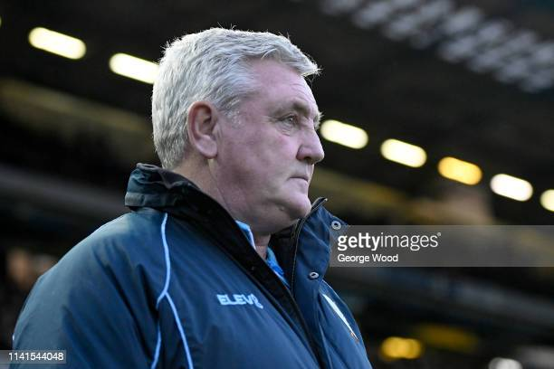 Sheffield Wednesday manager Steve Bruce looks on prior to the Sky Bet Championship match between Sheffield Wednesday and Nottingham Forest at...