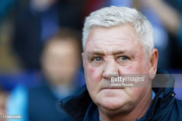 Sheffield Wednesday manager Steve Bruce watches the game from the touch line during the Sky Bet Championship match between Sheffield Wednesday and...
