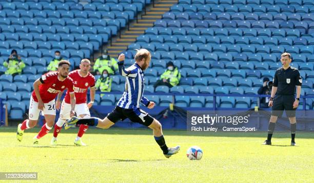 Sheffield Wednesday's Barry Bannan fails to convert from the penalty spot after Bristol City's Henri Lansbury tipped a first half effort over the bar...