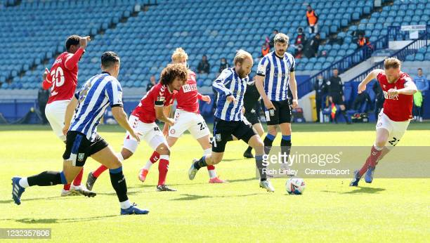 Sheffield Wednesday's Barry Bannan with a first half run into the Bristol City penalty areaduring the Sky Bet Championship match between Sheffield...
