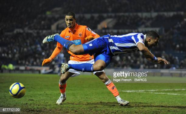 Sheffield Wednesday's Julian Bennett and Blackpool's Thomas Ince