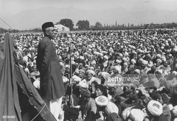 Sheik Abdullah leader of the Kashmiri government in Srinagar addressing a prayer meeting in Gandhi Park He is in favour of an independent Kashmir in...