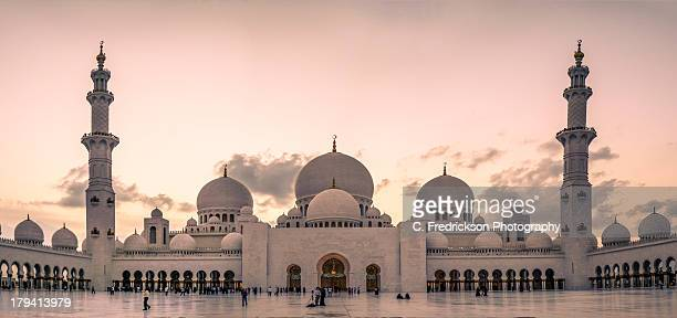sheik zayed grand mosque abu dhabi uae - moschee stock-fotos und bilder