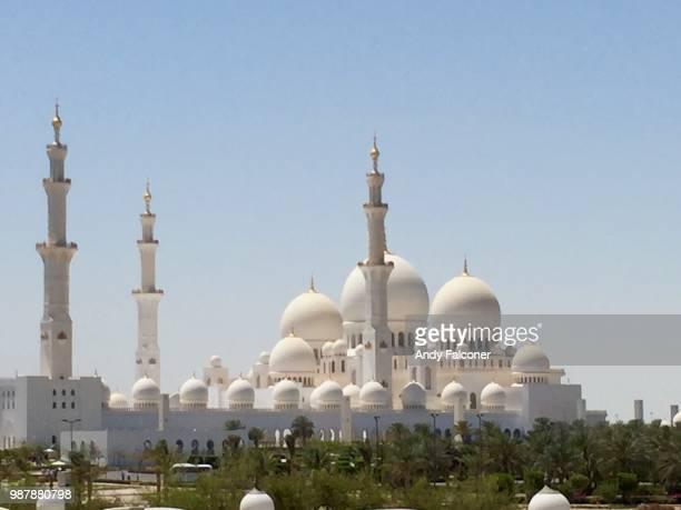 sheik zayed mosque, abu dhabi - moschee stock-fotos und bilder