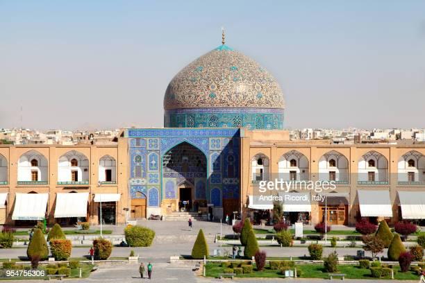 sheikh lotfollah mosque at naqsh-e jahan square in isfahan, iran - isfahan imam stock pictures, royalty-free photos & images