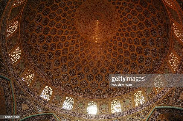 sheikh lotfollah mosque in esfahan, iran - シェイフロトフォラモスク ストックフォトと画像
