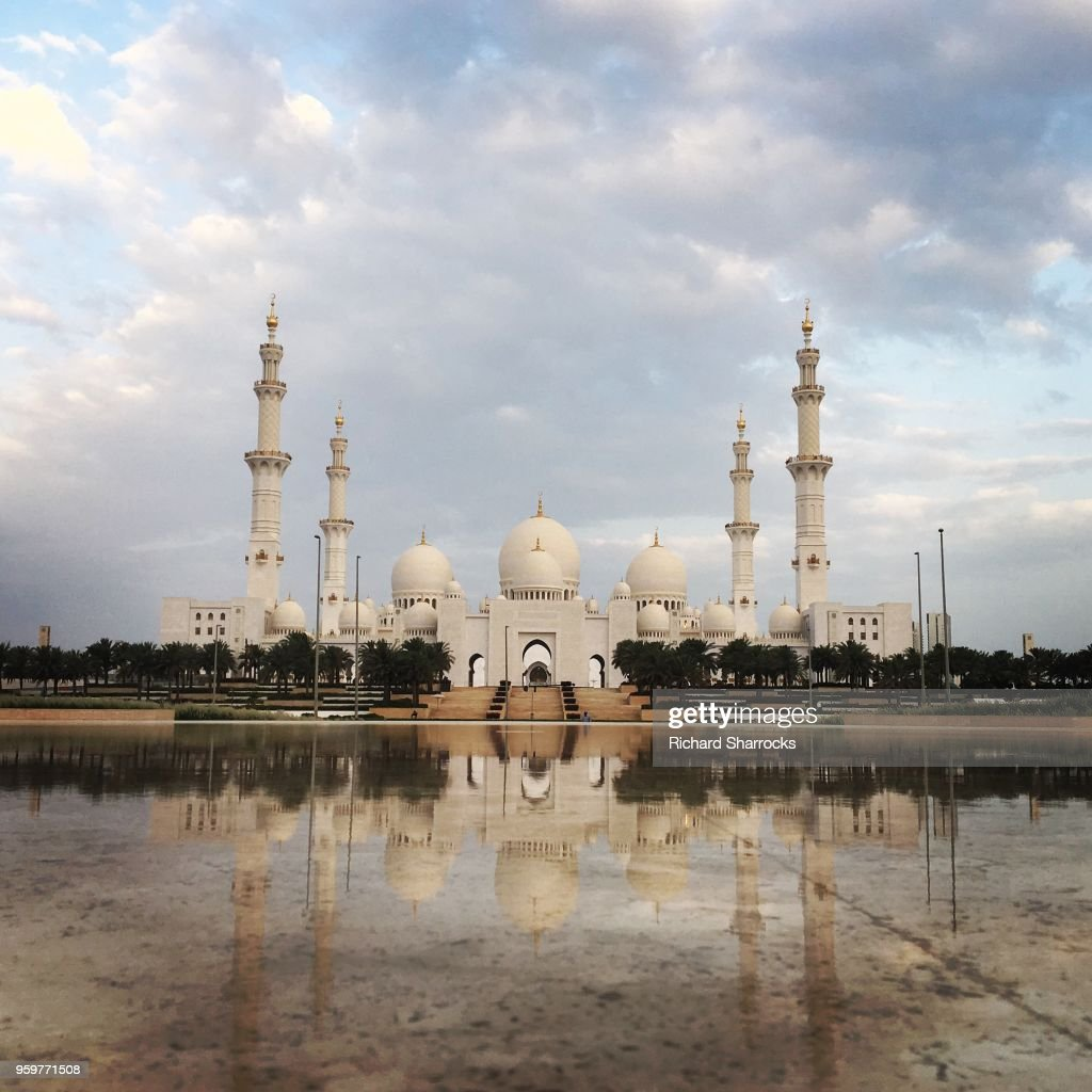 Sheikh Zayed Grand Mosque Abu Dhabi on first day of Ramadan 2018 : Stock-Foto