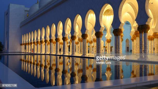 sheikh zayed grand mosque (grande moschea sheikh zayed), abu dhabi, united arab emirates - moschee stock-fotos und bilder