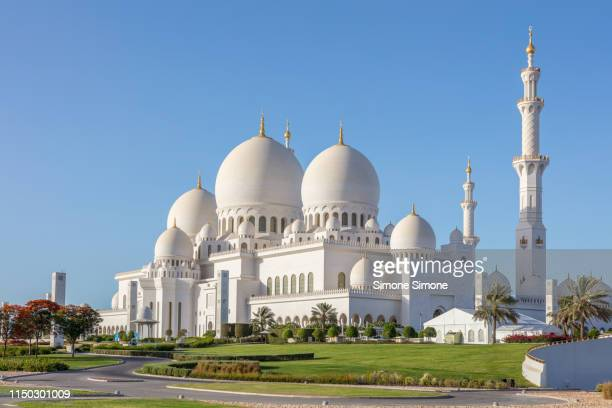 sheikh zayed grand mosque in abu dhabi - sheikh zayed mosque stock pictures, royalty-free photos & images