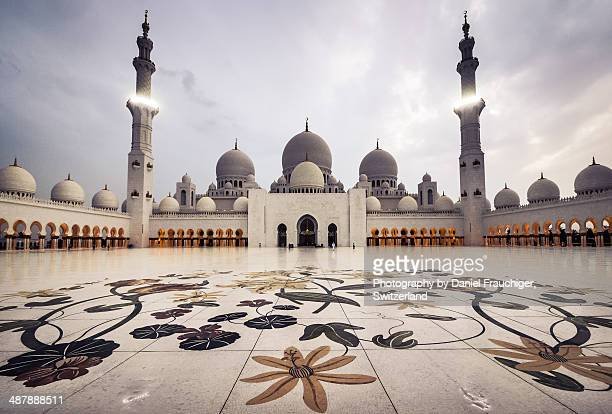 sheikh zayed grand mosque - mosque stock pictures, royalty-free photos & images