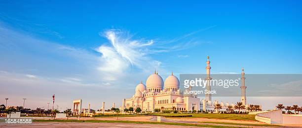 sheikh zayed mosque in evening light - mosque stock pictures, royalty-free photos & images