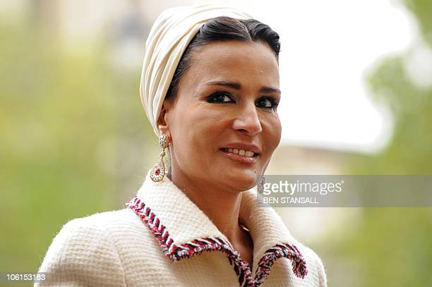 Sheikha Mozah arrives with her husband Qatar's emir Sheikh Hamad bin Khalifa alThani for a private tour of Westminster Abbey in London on October 27...