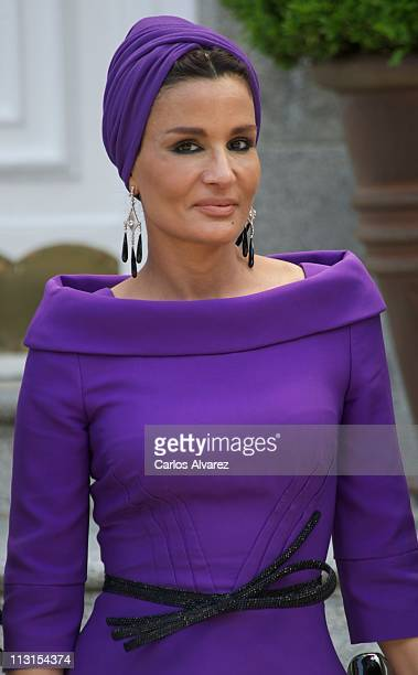 Sheikha Mozah Bint Nasser AlMissned arrives for Lunch at El Pardo Palace on April 25 2011 in Madrid Spain The Emir of the State of Qatar Sheikh Hamad...
