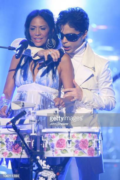 Sheila E and Prince perform 'The World'/'Get on the Boat'/'The Glamorous Life'