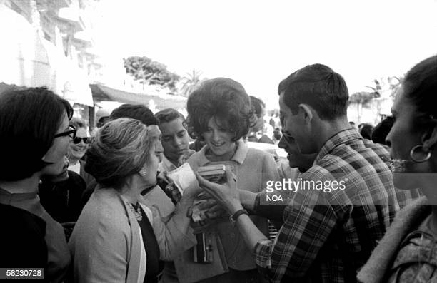 Sheila French singer sign of the autographs Cannes 1966 HA106728