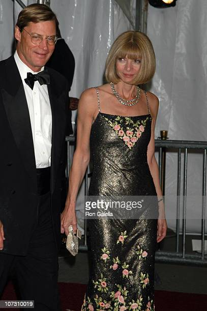 Shelby Bryan and Anna Wintour CoChair of the AngloMania Costume Institute Gala