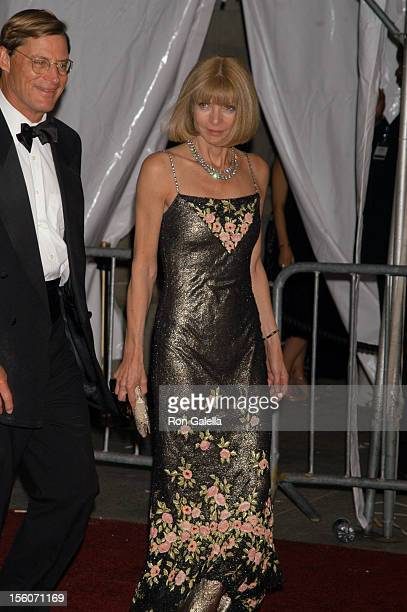 Shelby Bryan and Anna Wintour CoChair of the 'AngloMania' Costume Institute Gala