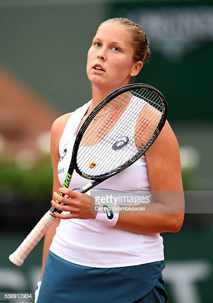 Shelby Rogers of the United States reacts during the Ladies Singles quarter final against Garbine Muguruzu of Spain on day eleven of the 2016 French...