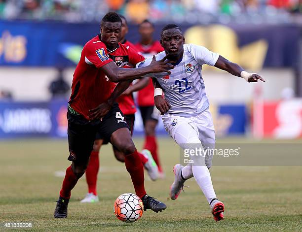 Sheldon Bateau of Trinidad Tobago and Abdiel Arroyo of Panama fight for the ball during the quarterfinals of the 2015 CONCACAF Gold Cup at MetLife...