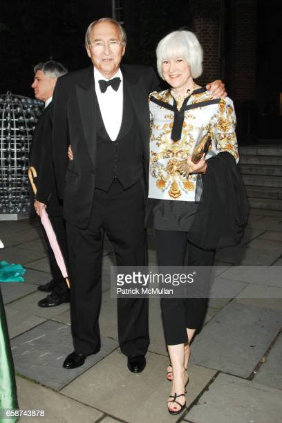 Sheldon Solow and Mia Solow attend the Wildlife Conservation Society's Central Park Zoo '09 Gala at the Central Park Zoo on June 10 2009 in New York...
