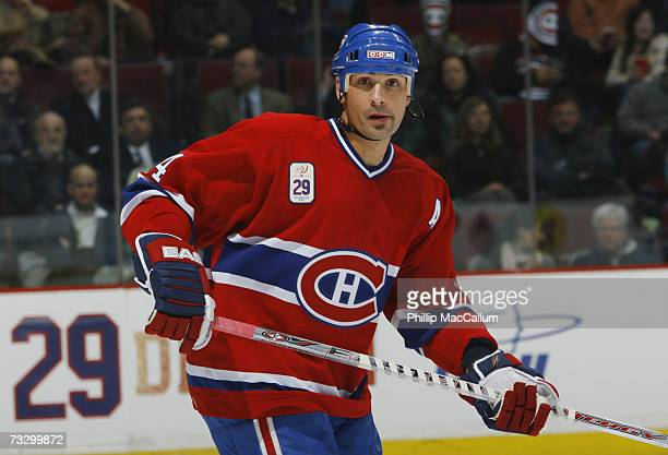 Sheldon Souray of the Montreal Canadiens looks for a pass during the NHL game against the Ottawa Senators on January 29 2007 at the Bell Centre in...