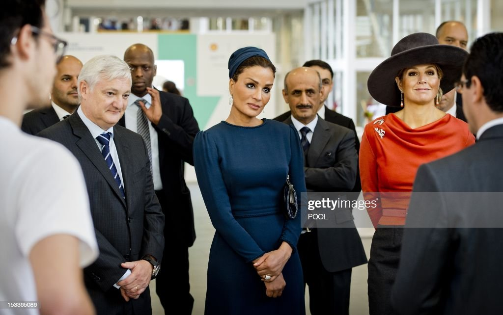 Shell CEO Peter Voser, Sheikha Mozah bint Nasser from Qatar and Dutch Princess Maxima take part in a visit to the Shell Technology Centre in Amsterdam, on October 4, 2012. The Shell Technology Centre Amsterdam (STCA) employs 1,300 who work on developing new technologies and improving existing ones to help find solutions for the world's energy challenges. AFP / POOL / KOEN