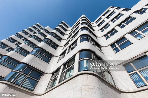shell haus - berlin - christian beirle gonzález stock pictures, royalty-free photos & images
