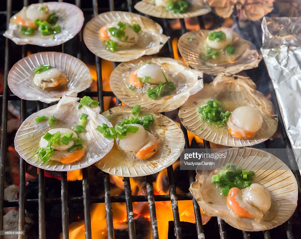 Shell des steaks sur le gril de la cuisine à base de fruits de mer. : Photo