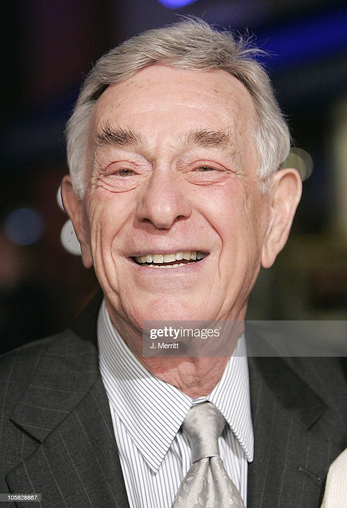 Shelley Berman during 'Meet the Fockers' Los Angeles Premiere at Universal Amphitheatre in Universal City, California, United States.