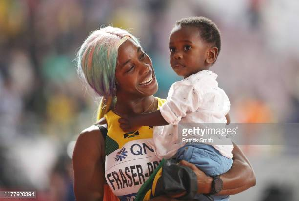 ShellyAnn FraserPryce of Jamaica celebrates with her son Zyon after winning the Women's 100 Metres final during day three of 17th IAAF World...