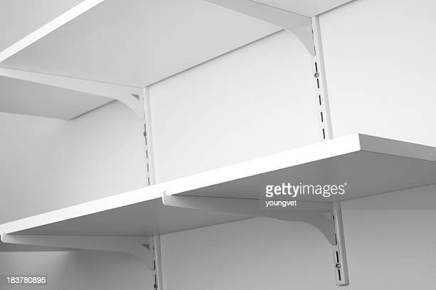 Des étagères