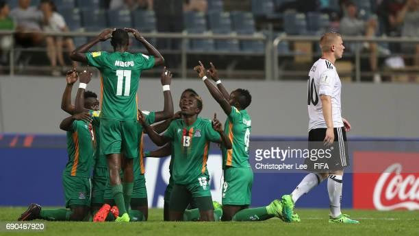 Shemmy Mayembe of Zambia and team mates look to the sky as they celebrate their fourth goal during the FIFA U20 World Cup Korea Republic 2017 Round...