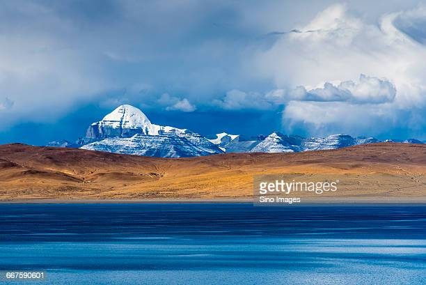 shenshan mountain and st lake in tibet ali - mt kailash stock pictures, royalty-free photos & images