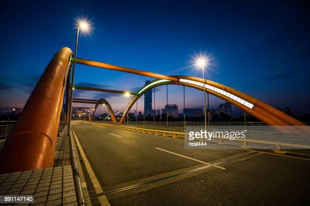 深圳のアーチ橋
